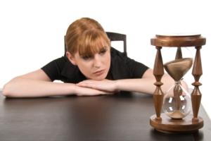 woman_watching_hourglass